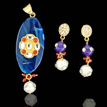 Oval shape Sojo Pendant with Earrings