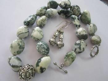 Cream glass beads necklace