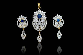 Shop stylish Fashion pendatns set perfect for all occasions
